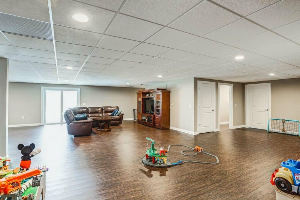 In total the floor plan accommodates 4 beds 3 baths and a fully finished walkout basement. In the kitchen youu0027ll find Aristocraft cabinets with quartz ... & Newburgh Custom Home